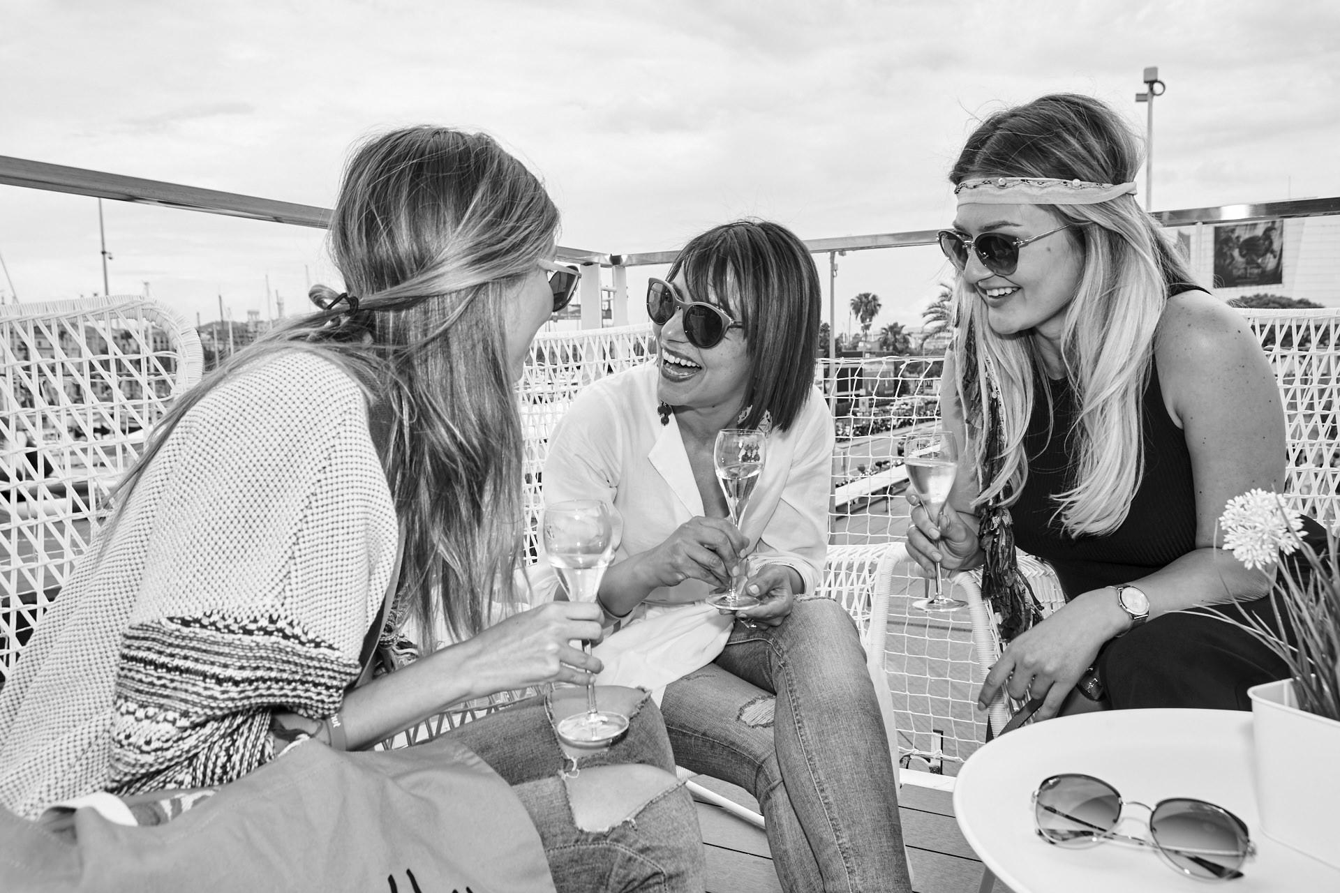 social media campaign for Sunglass Hut